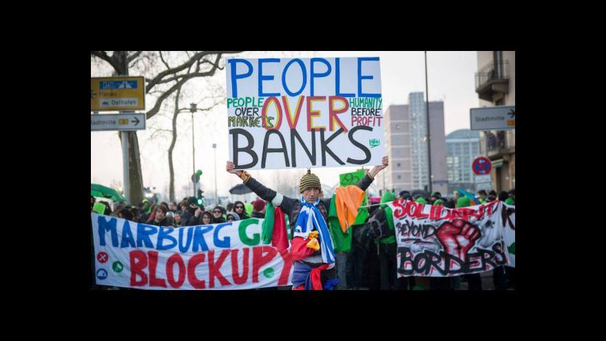 Video Ve Frankfurtu se demonstrovalo proti ECB a kapitalismu