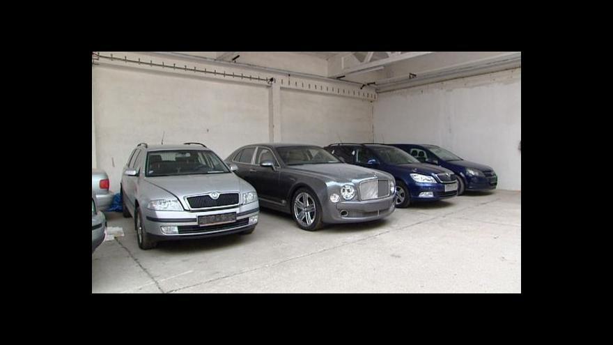 Video Události: Zabavená auta a elektroniku bude stát prodávat rychleji