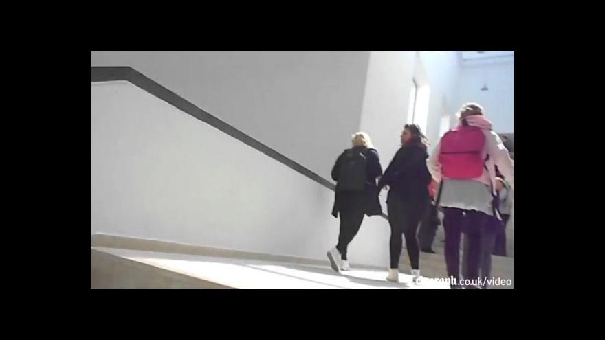 Video Turisté prchají z muzea Bárdá (zdroj: Telegraph.co.uk)