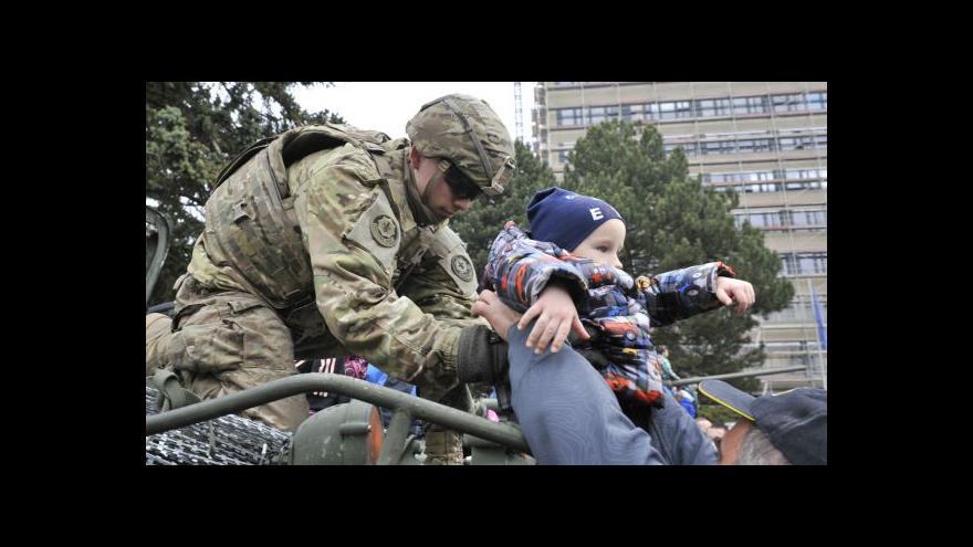 Video BEZ KOMENTÁŘE: Průjezd amerického konvoje