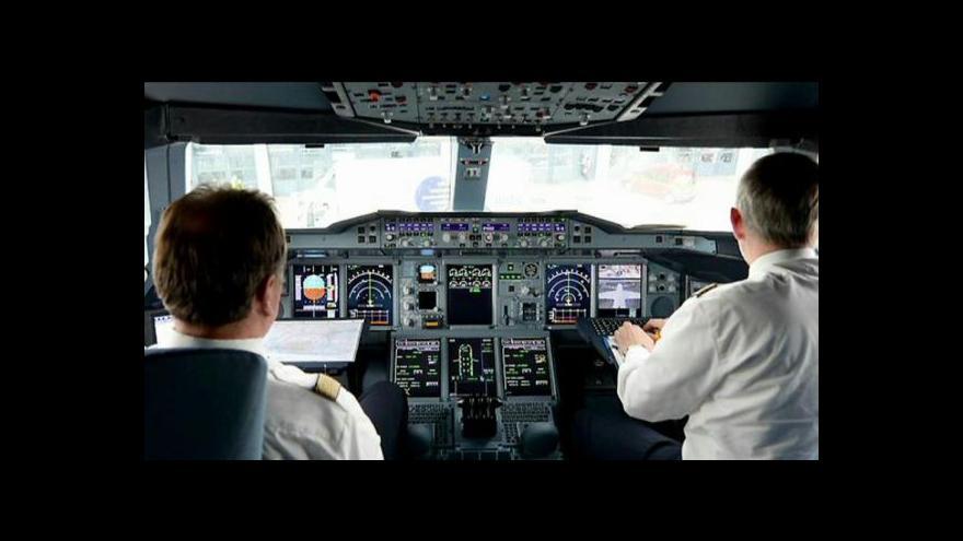 Video Události ČT: Přísný výběr posádky letadla