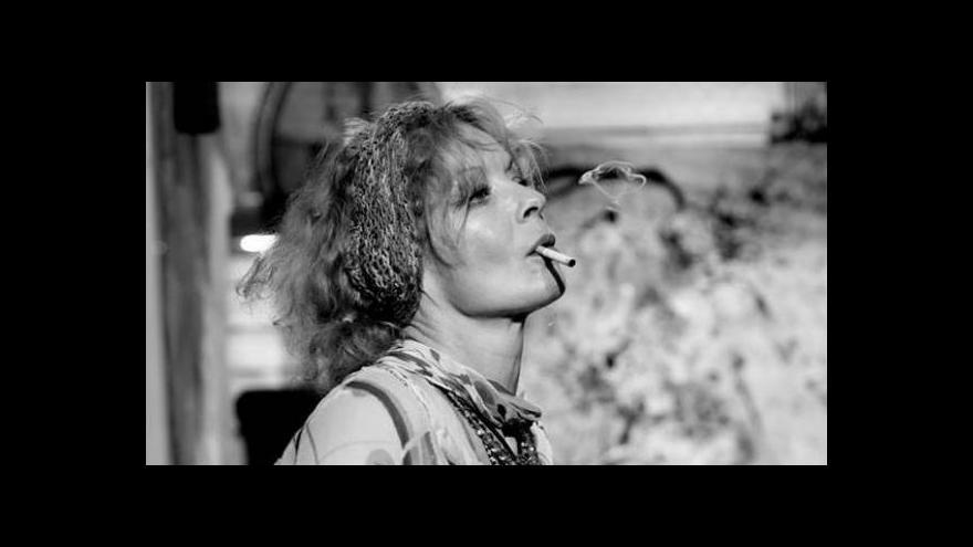 Video Na Divadlo v Řeznické padla Kalifornská mlha