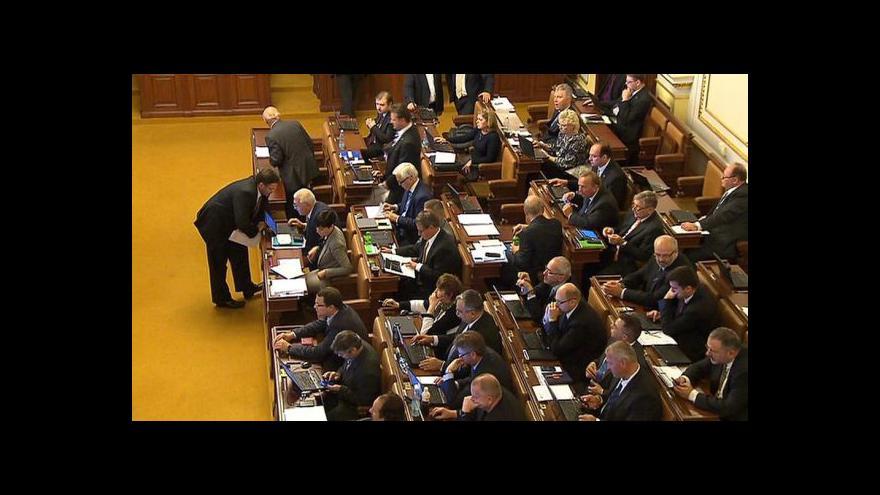 Video Klouzavý mandát dostal na vládě neutrální stanovisko