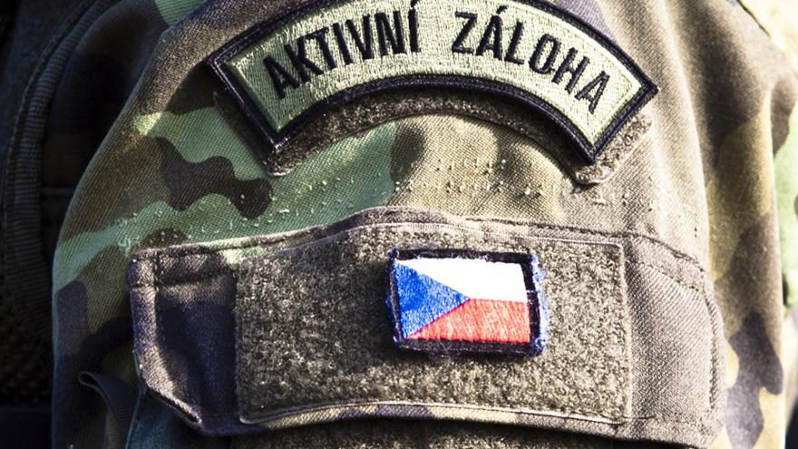 Video Záložáci cvičili s vojáky. Prošli si také simulací boje
