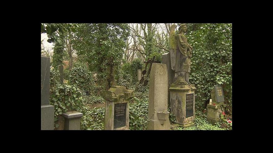 Video Hroby vedle osobností českých dějin jsou po letech volné