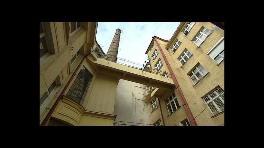 Video Ve dvoře bývala továrna na kancelářské potřeby