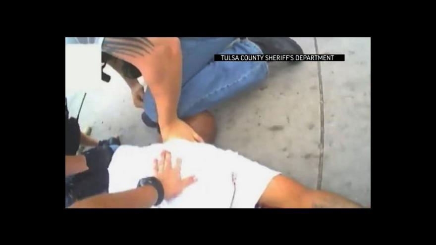 Video Část nahrávky zveřejněné policií v Tulse