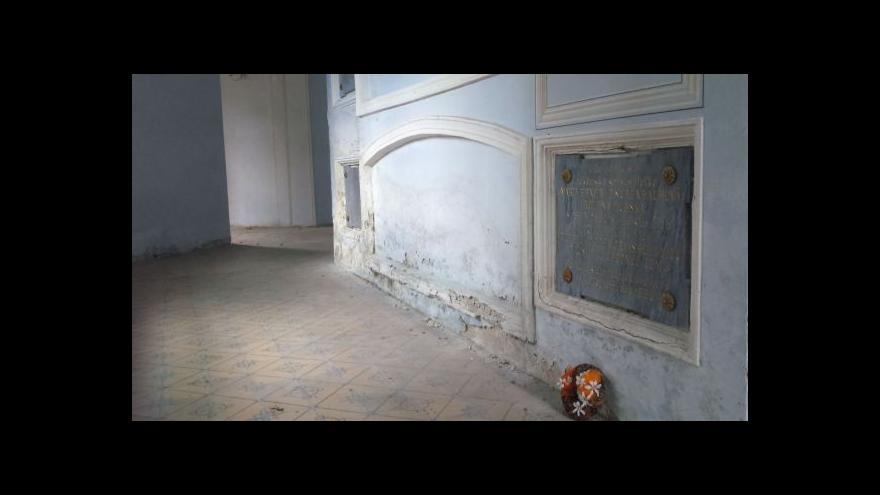 Video Klasicistní rodinná hrobka hrabat Dubských projde rekonstrukcí