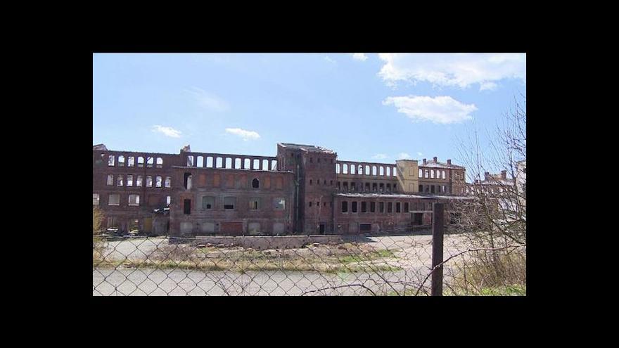 Video Dvě továrny, dva osudy