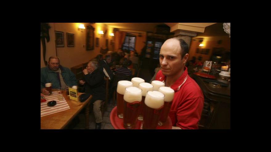 Video Češi pijí pivo hlavně doma