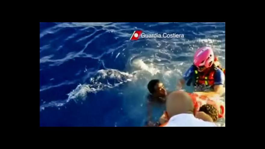 Video Na cestě z Libye se utopilo přes 400 uprchlíků
