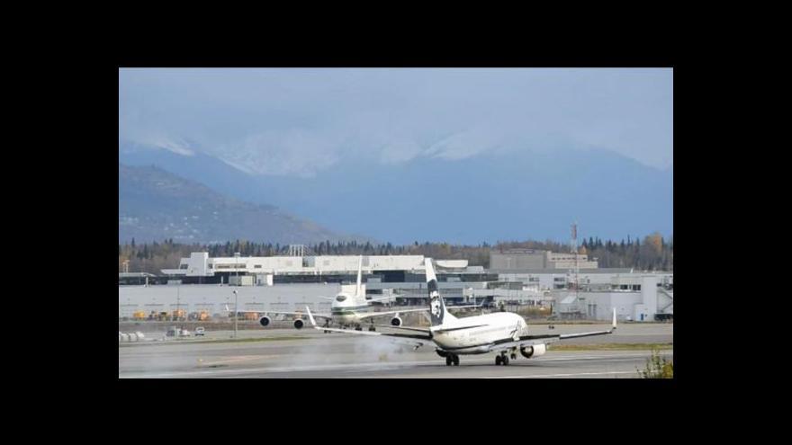 Video Zaměstnanec se zapomněl v nákladovém prostoru letadla