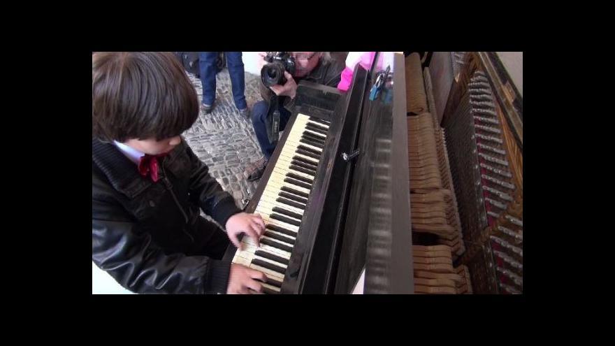 Video Piana na ulici