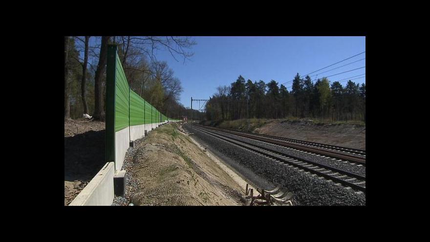 Video Události: Protihlukové stěny chrání neobydlený les