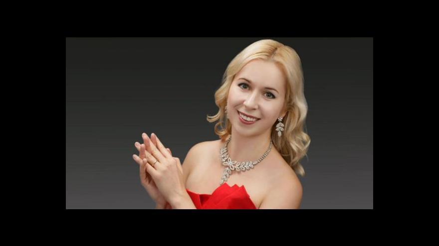Video Klavíristka Zuzana Šimurdová se ve světě neztratila
