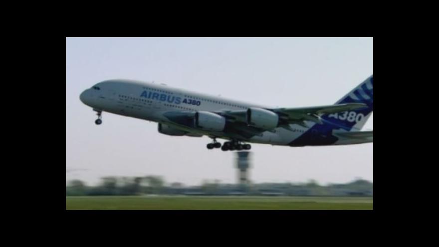 Video Airbus A380 slaví desáté narozeniny