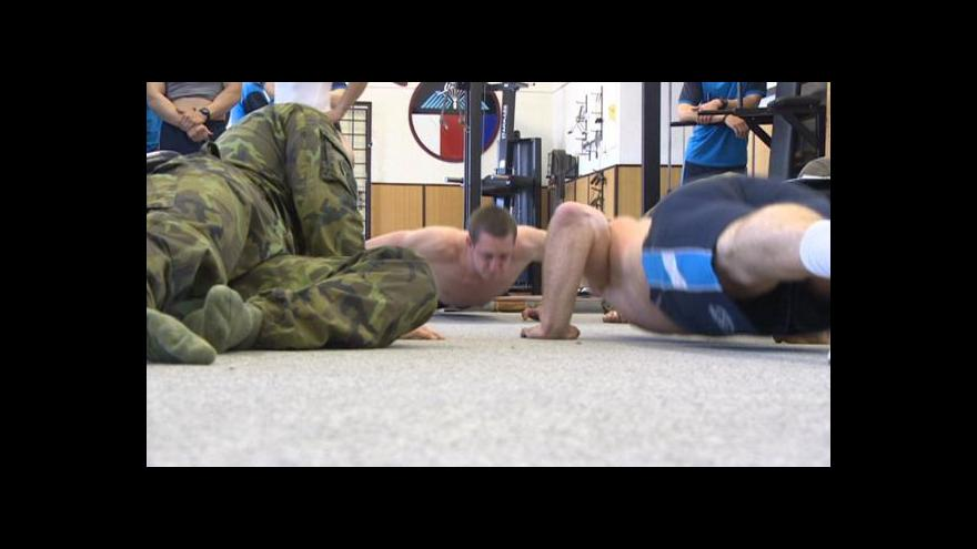 Video Výsadkáři bojují o zařazení do elitní jednotky