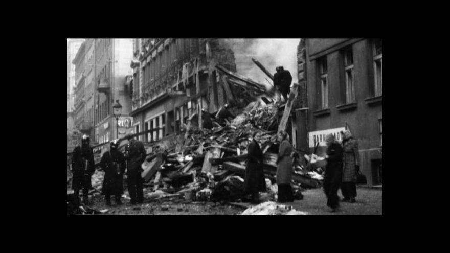 Video Reportéři ČT: Sovětské bomby dopadaly na české území