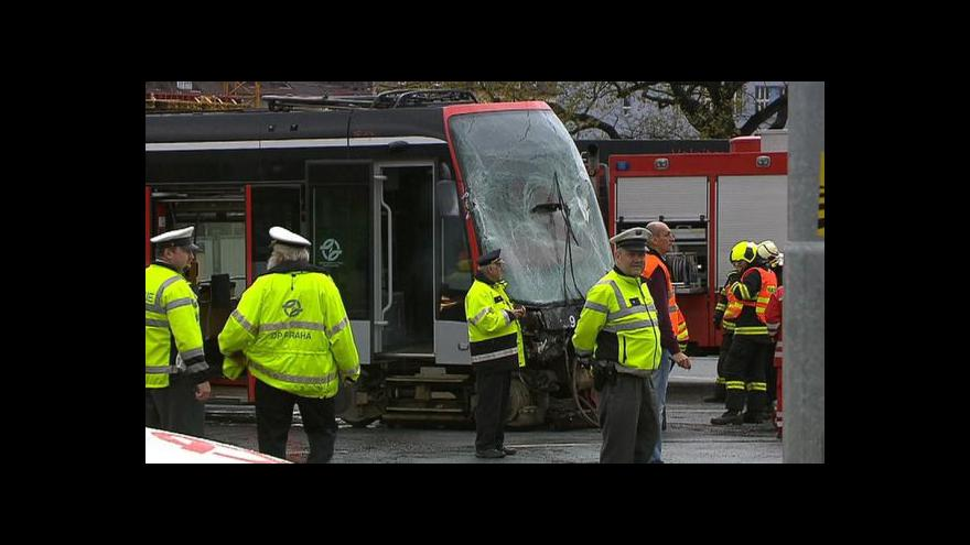 Video Nehoda blokovala dopravu přes tři hodiny