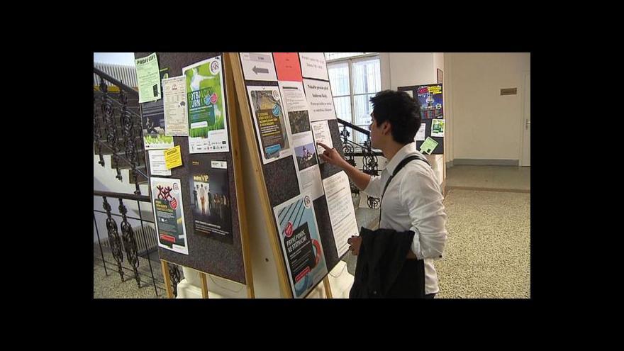 Video Vysokoškoláků z dětských domovů je stále  málo