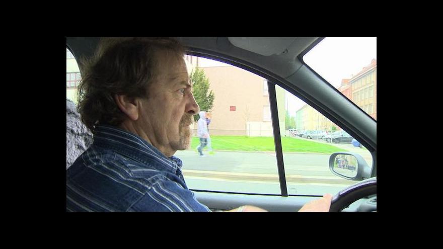 Video Řidič se dostal do pasti úřadů