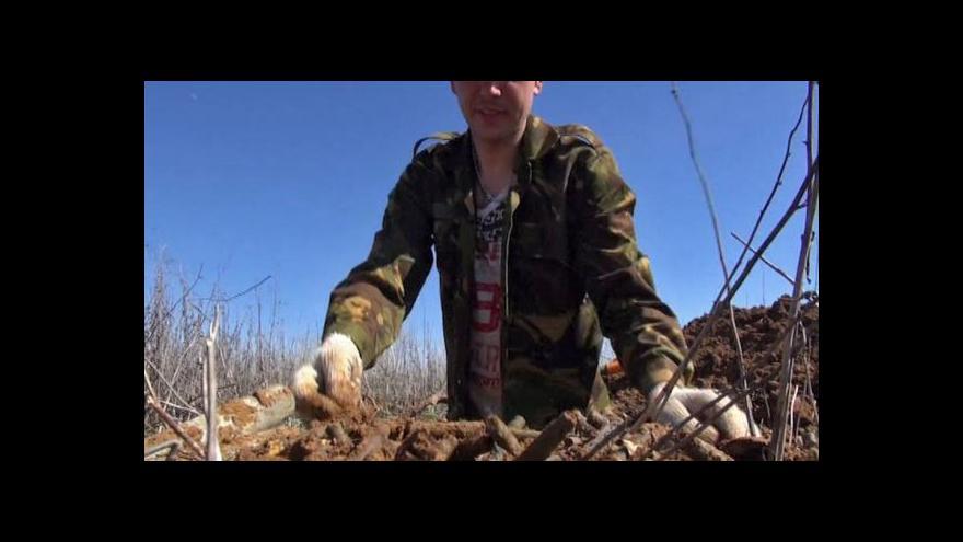 Video Ruští nadšenci hledají ostatky vojáků