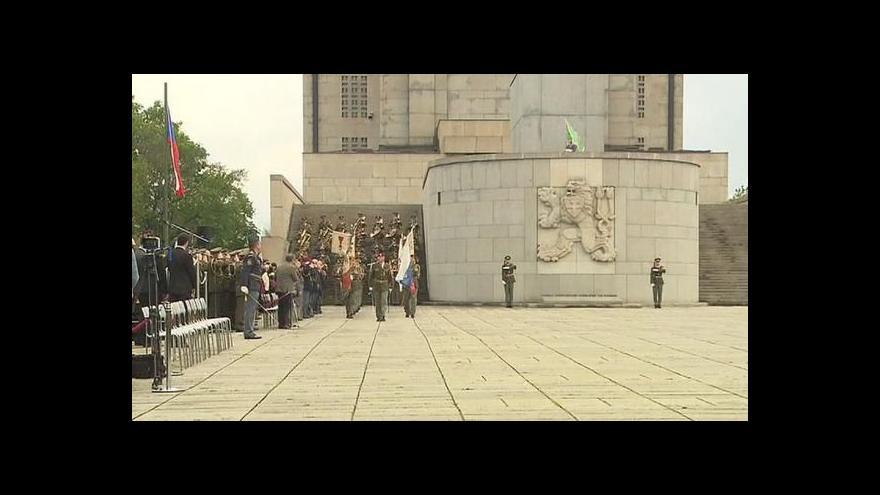 Video Brífink po předání bojového praporu J. Bečvářovi