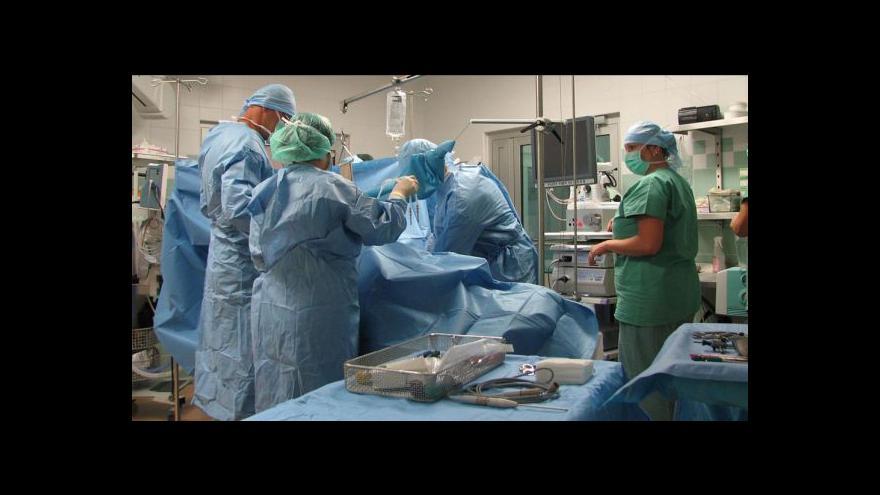 Video Lékaři odoperovali extrémně velký nádor