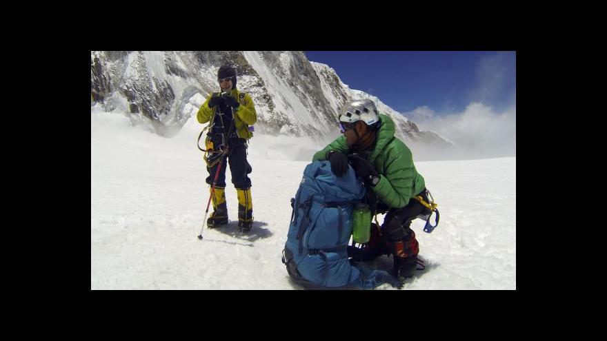 Video Šerpové nechtějí opravit zničenou stezku na Mount Everest