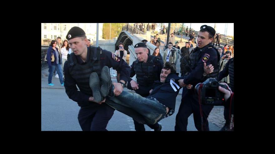 Video Policie zatýkala demonstranty v Moskvě