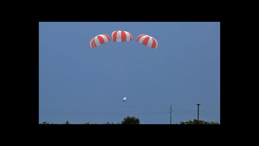 Video Úspěšná zkouška záchranného systému Dragon 2
