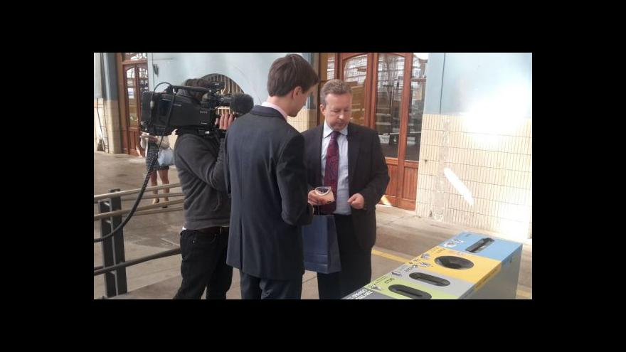 Video Ministr představil nádražní kontejnery na tříděný odpad