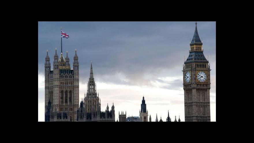 Video UDÁLOSTI: Britské volby vyhráli konzervativci