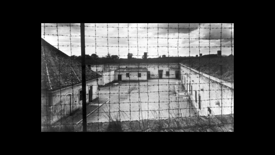 Video Nacisté zabíjeli v Terezíně ještě během ústupu