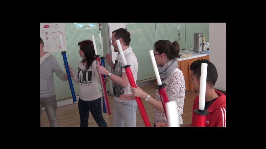 Video Speciální semináře připravují děti z domovů na hledání práce
