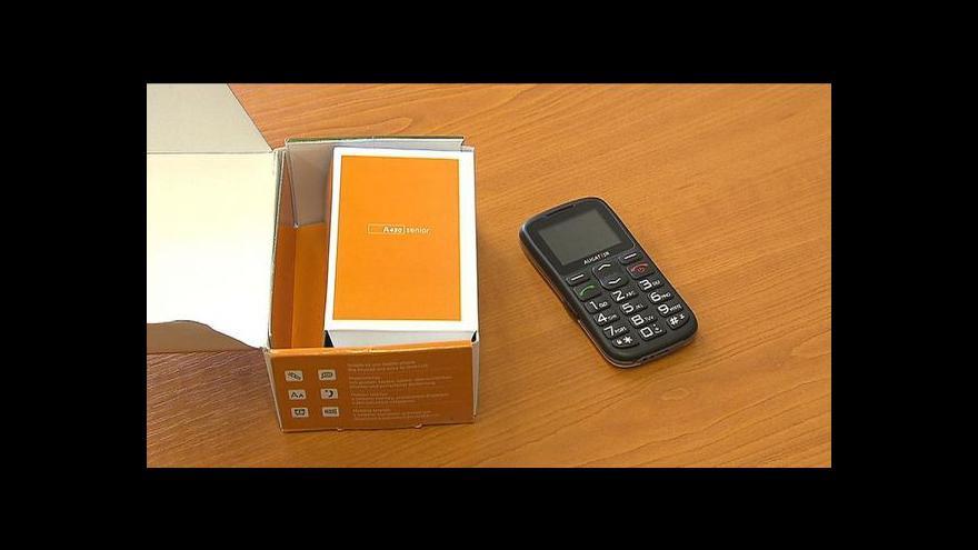 Video Senioři z Čelákovic o mobily od radnice zájem takřka nemají