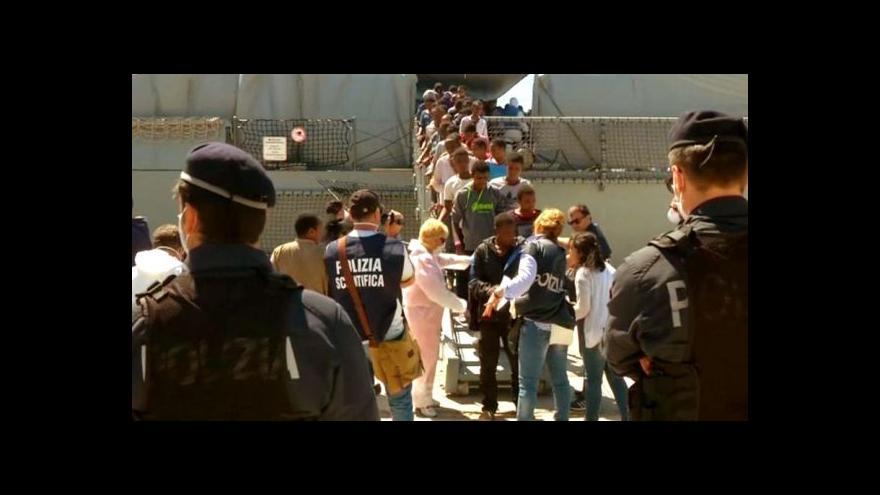 Video EU schválila misi proti pašerákům uprchlíků