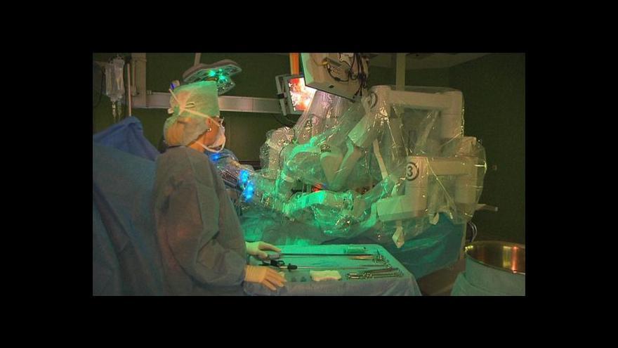 Video Roboti pomáhají operovat bezmála 10 let