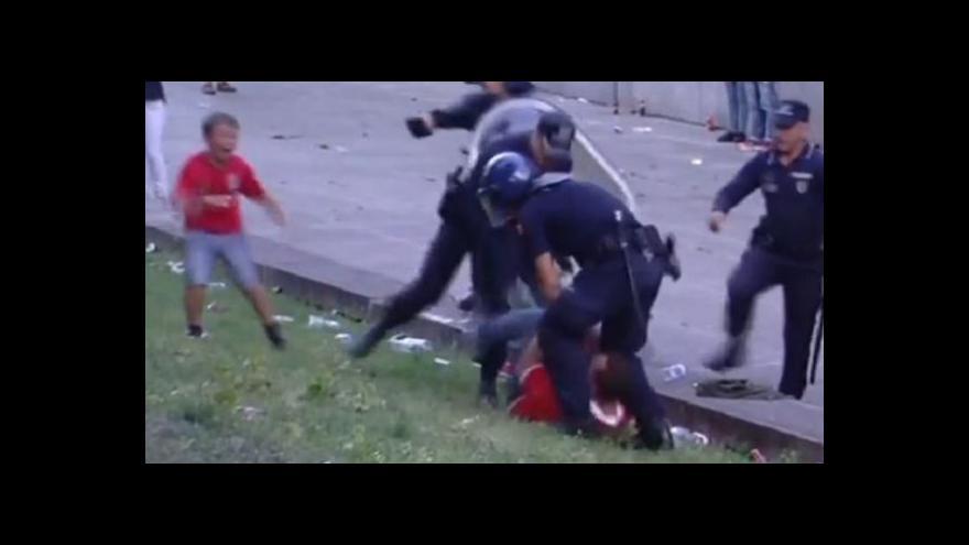 Video Portugalsko se čílí nad zásahem policie před zrakem dítěte (youtube)