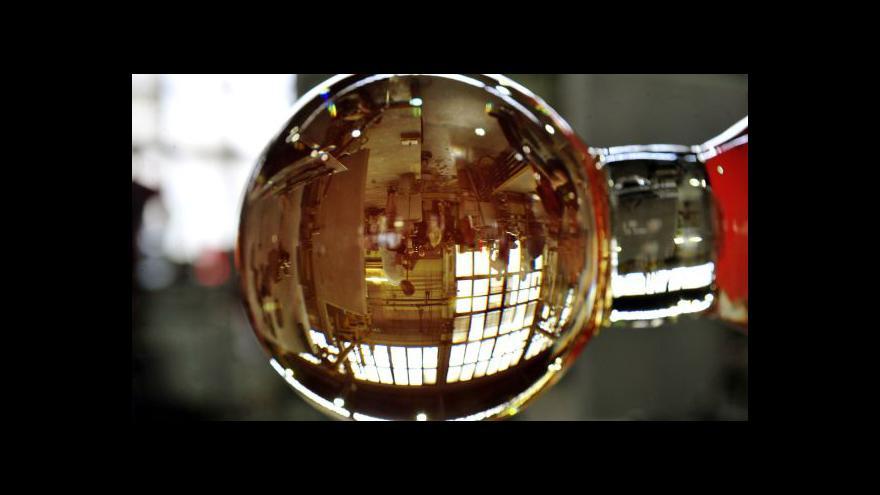 Video Skláři chystají křišťál pro kulaté Vary