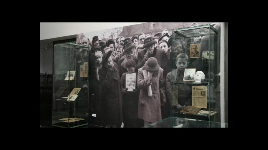 Video Smrt v Národním muzeu pokračuje pohřby