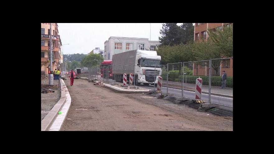Video Kvůli rozkopané silnici v Náchodě kolabuje doprava