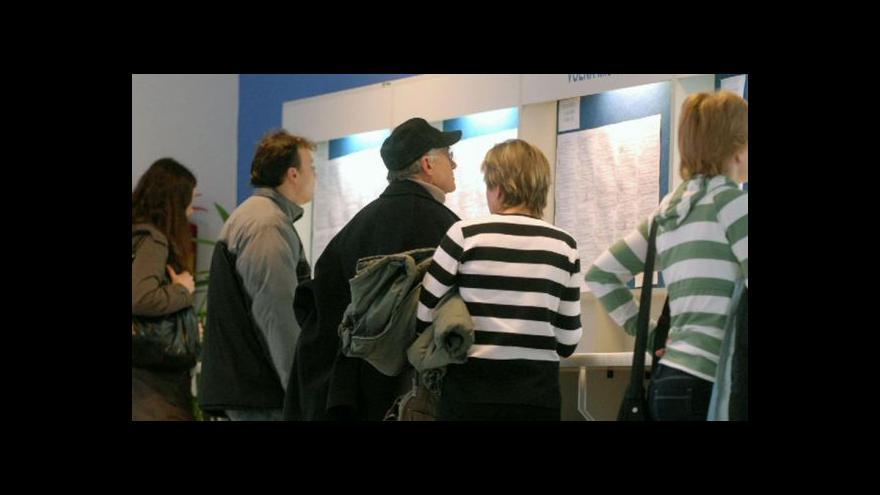 Video Třetina nezaměstnaných je ve věku 50+