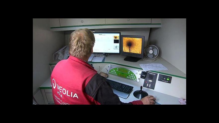 Video Potrubí v Dejvicích prozkoumává speciální kamera zvaná krtek