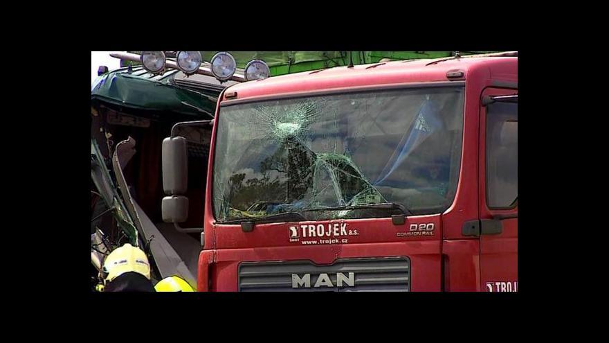 Video Loni zemřelo kvůli nepozornosti za volantem 72 lidí
