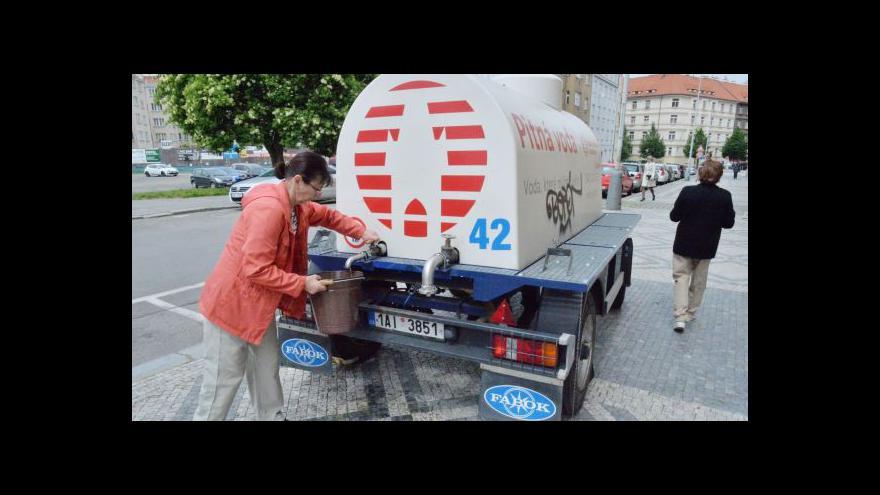 Video Starosta Prahy 6: V ulicích je rozmístěno 75 cisteren