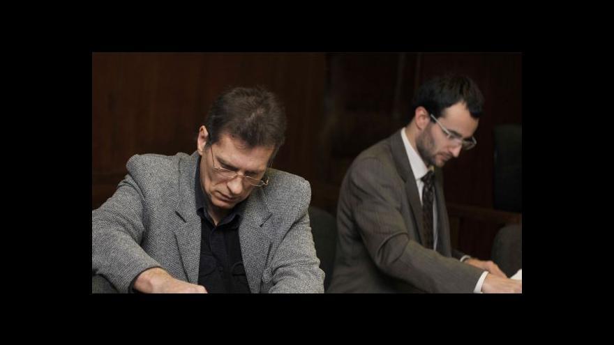 Video Soud opět zamítl Hučínovu žalobu na Hradílka