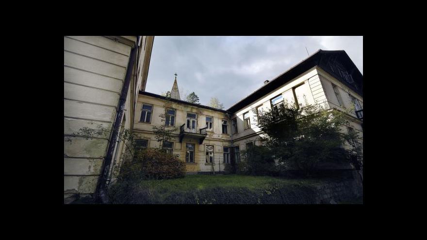 Video Jánské koupele nezadržitelně pustnou