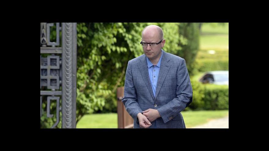 Video Premiér Bohuslav Sobotka k přijetí eura i odvolání Chládka