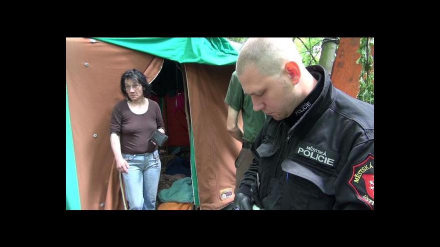 Video Bourání bezdomovecké kolonie